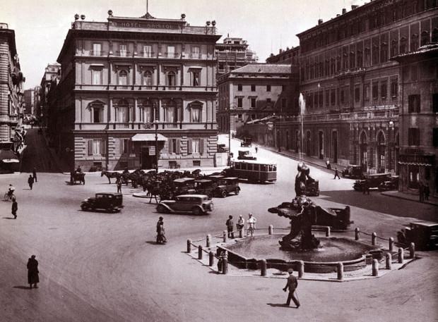 Piazza Barberini nel 1925